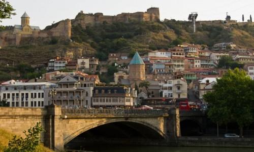 GRUZJA / Tbilisi / Tbilisi / Widok na stare miasto i twierdzę