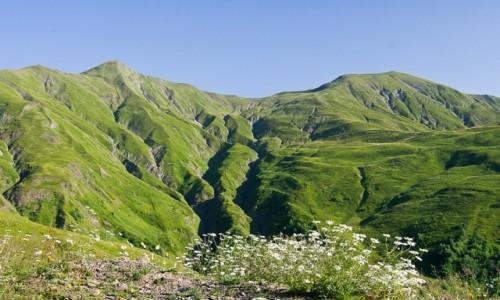 Zdjęcie GRUZJA /  Mccheta-Mtianetia / okolice przełeczy Datvisjvari / Chewsureckie krajobrazy