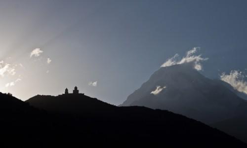 Zdjecie GRUZJA / Kaukaz / Kazbegi / Dymiąca góra