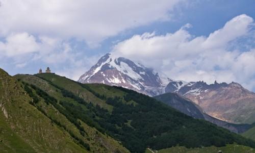 Zdjęcie GRUZJA / Kaukaz / Kazbegi / Dymi też w dzień