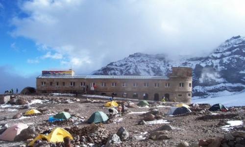 Zdjecie GRUZJA / Kaukaz / obok lodowca Gergeti, Kazbek / stacja meteo która jest na wysokości 3680m.