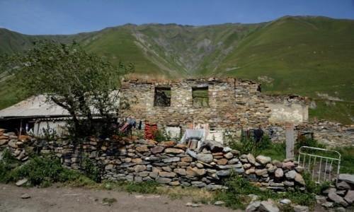 GRUZJA / Kaukaz / Dolina Truso / Dom