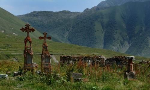 GRUZJA / Kaukaz / Dolina Truso / Groby