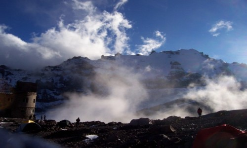 Zdjecie GRUZJA / Kaukaz / okolice stacji meteo obok lodowca Gergeti / okolice stacji meteo obok lodowca Gergeti  wysokość 3680m.