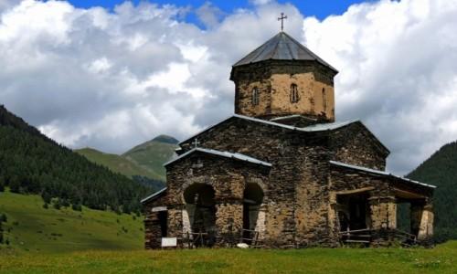 GRUZJA / Tuszetia / Shenako / Kościół w Shenako