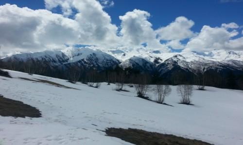 GRUZJA / Swanetia / okolice Mestii / A góry jak przypudrowane