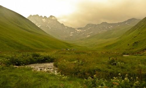 Zdjecie GRUZJA / Mccheta-Mtianetia / oklice Juty / u stóp Chaukhi