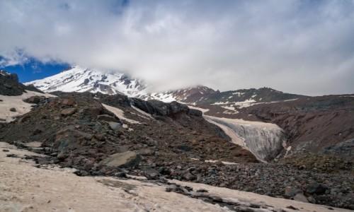 GRUZJA / Kazbek / Gergeti Glacier / Gergeti