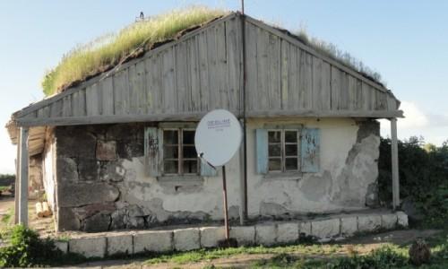 Zdjecie GRUZJA / OKOL NINOTSMINDA / GORELOVKA / DOM DUCHOBORCOW
