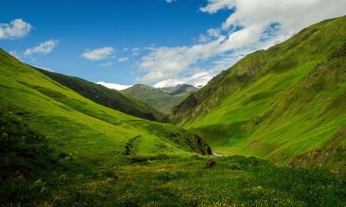 Zdjecie GRUZJA / Mtskheta / Juta / Zielona dolina