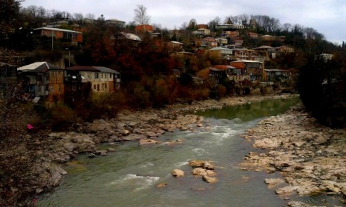 Zdjecie GRUZJA / Imeretia / Kutaisi / Rzeka Rioni,