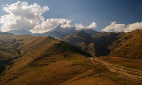 GRUZJA / Wielki Kaukaz / Stepantsminda (Kazbegi), / Widok na Kazbek