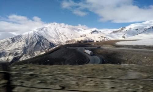 GRUZJA / - / Kazbegi / W drodze do Kazbegi
