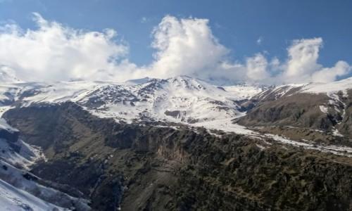 GRUZJA / Stepancminda / Góry Kaukazu / U stóp Kazbeku