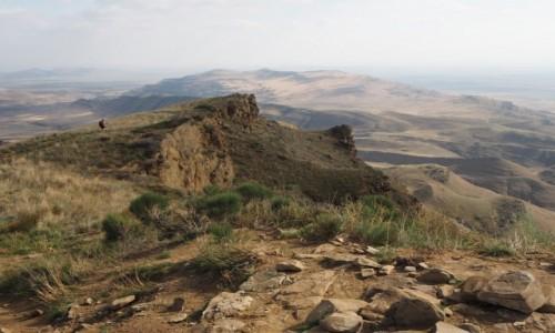 GRUZJA / Kachetia / kompleks  monastyrów Dawid Garedża / Widok na Azerbejdżan