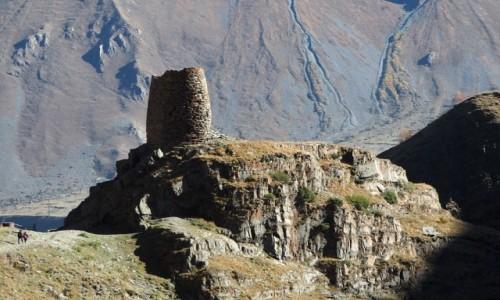 Zdjęcie GRUZJA / Mccheta-Mtianetia / okolice Stepancmindy (Kazbegi) / Wieża