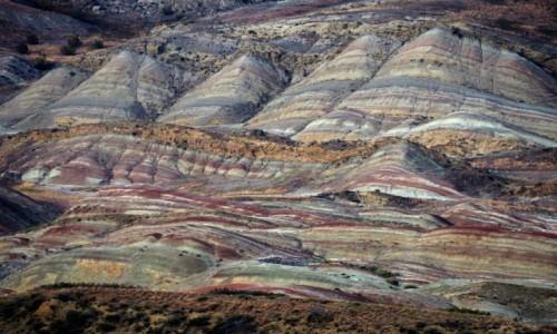 Zdjecie GRUZJA / Kachetia / Kachetia / Kolorowe góry Kachetii