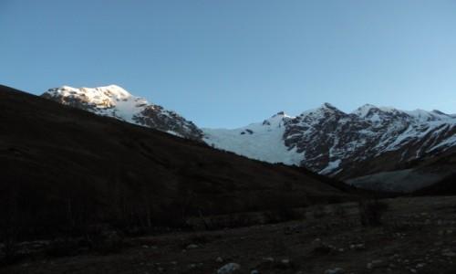 Zdjecie GRUZJA / Mergelia i Górna Swanetia / dolina Adishi / świt w Swanetii