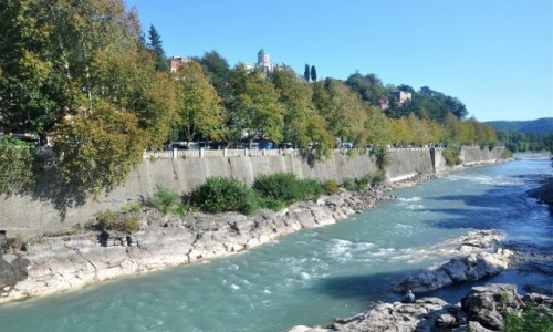 Zdjecie GRUZJA / Imeretia / Kutaisi / Rzeka Rioni w Kutaisi