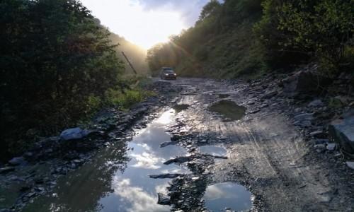 Zdjecie GRUZJA / Svanetia / droga z Ushguli do Lentekhi / Droga do Lentekhi