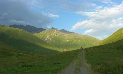 Zdjecie GRUZJA / Kaukaz / okolice Kazbegi / Juta