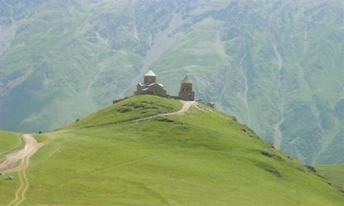 Zdjecie GRUZJA / Kaukaz / okolice Kazbegi / Kościół Cminda Sameba