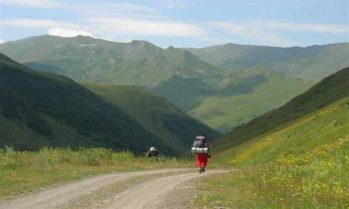 Zdjecie GRUZJA / Kaukaz / okolice Kazbegi / odwrót z Juty