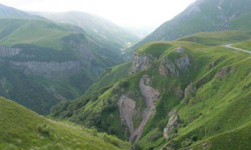 Zdjecie GRUZJA / Kaukaz / Gruzińska Droga Wojenna / droga do Kazbeg
