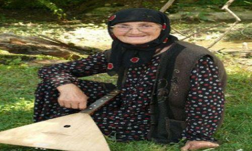 GRUZJA / Kaukaz / Wąwóz Pankisi / Kobieta w muzułmańskiej społeczności Pankisi