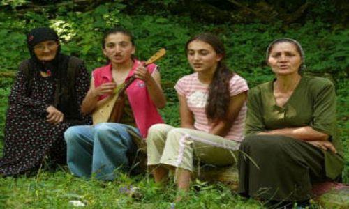 GRUZJA / Kaukaz / Wąwóz Pankisi / Kobieta w muzułmańskiej społeczności Pankisi 3