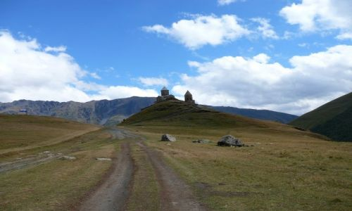 GRUZJA / Kaukaz / Kazbegi / Klasztor
