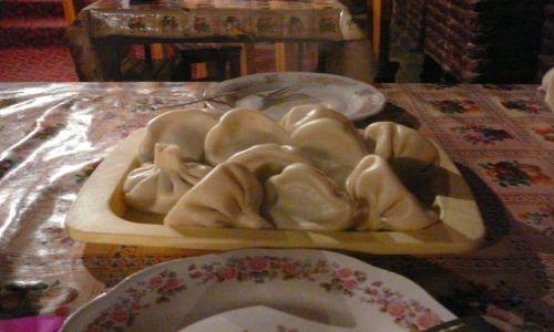 Zdjecie GRUZJA / Tbilisi / restauracja / Poczęstunek na obiad