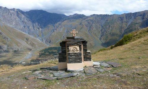 Zdjecie GRUZJA / Kazbegi / w górach / kapliczka