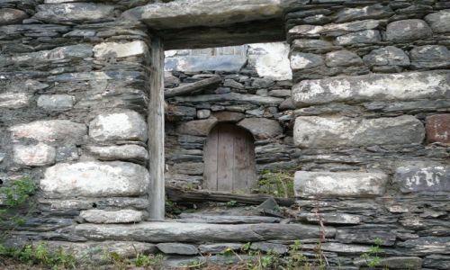 Zdjęcie GRUZJA / Kazbegi / w górach / był dom