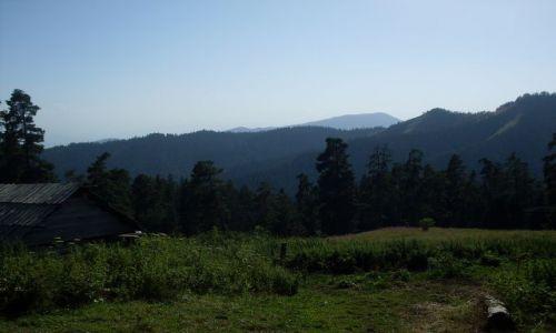Zdjęcie GRUZJA / Park Narodowy Borżomi-Karaguli / północny-zachód od Atskuri (Atskuri w połowie drogi pomiędzy Borżomi a Akhaltsikhe) / ... czy ktoś tu mieszka?