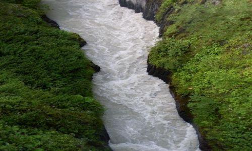 Zdjecie GRUZJA / Swanetia / Mestia, okolice... / ... widok z beretu rzuconego nad rzeką,,,
