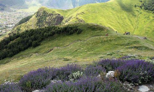 Zdjecie GRUZJA / wzgórze Gergati / Wojenna droga / okolice Kazbegi