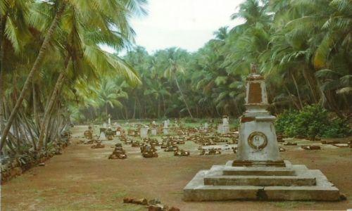 Zdjęcie GUJANA FRANCUSKA / Iles du Salut / Wyspa św. Jerzego / Cmentarz koloni karnej