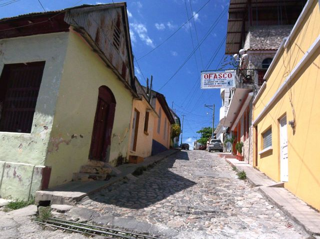 Zdjęcia: Flores, uliczka boczna, GWATEMALA