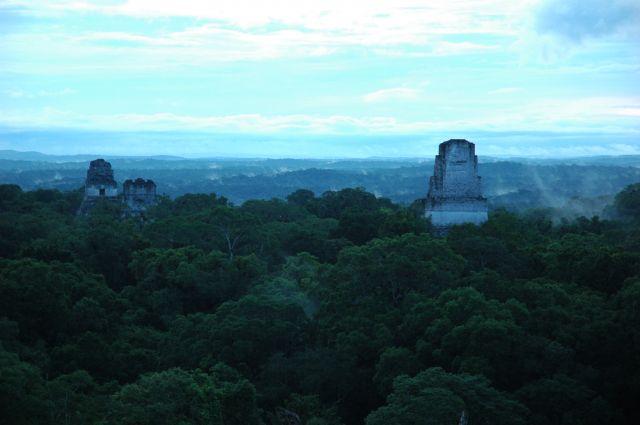 Zdjęcia: Tikal, El Peten, Świątynia I, II i V o wschodzie słońca, GWATEMALA