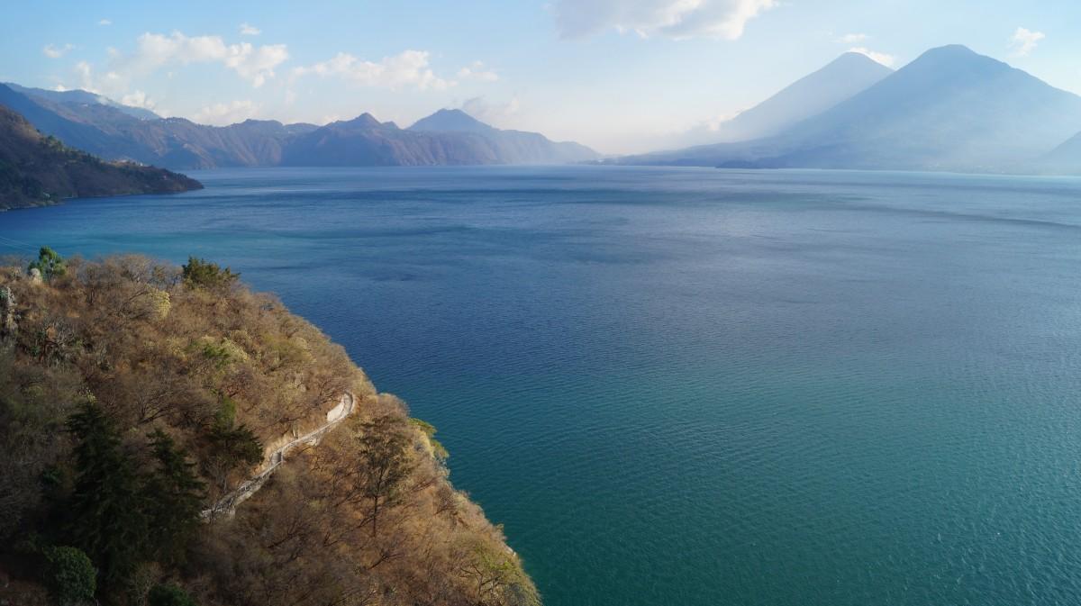 Zdjęcia: Jezioro Atitlan, Jezioro Atitlan, Pejzaż wulkaniczny, GWATEMALA