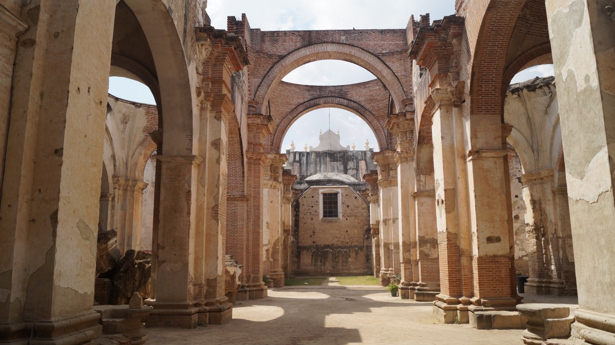 Zdjęcia: Antigua, Antigua, Ruiny kościoła po trzęsieniu ziemi, GWATEMALA