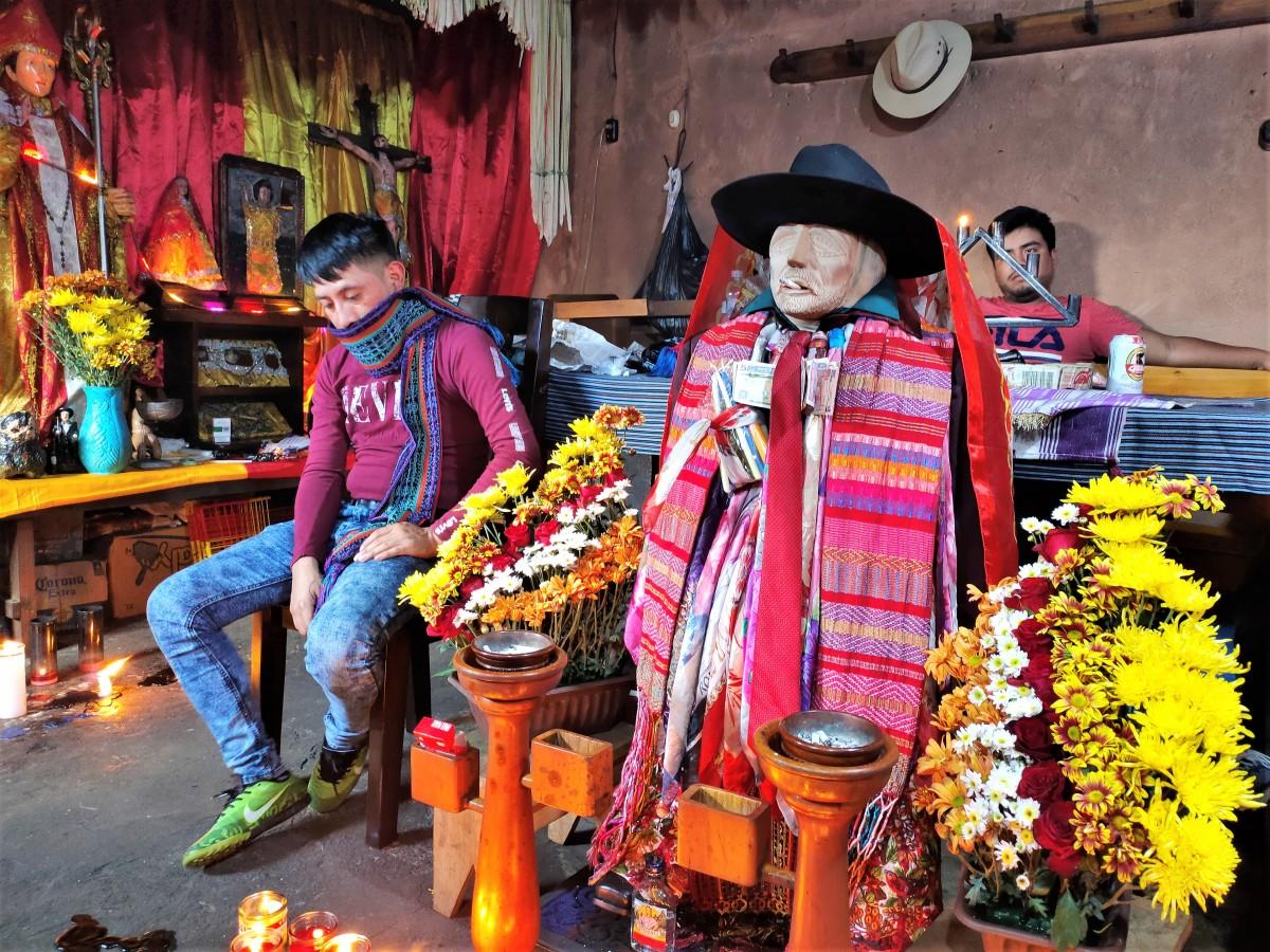 """Zdjęcia: Santiago, Jezioro Atitlán, Maximon - """"trochę dziwny święty"""", GWATEMALA"""