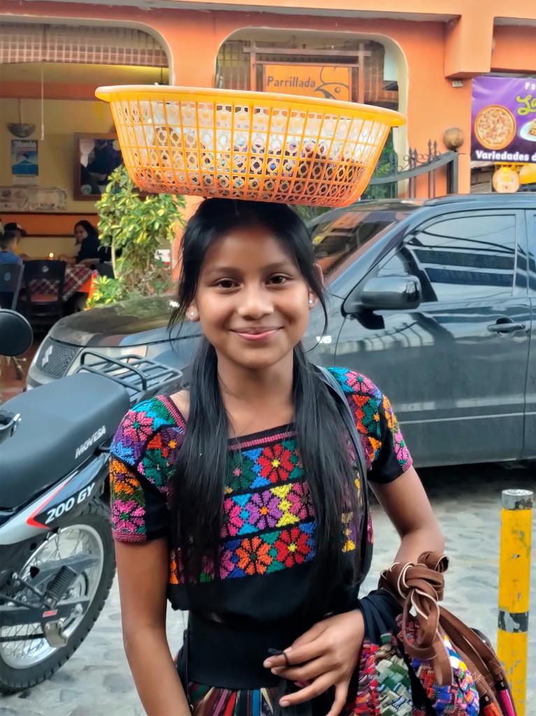 Zdjęcia: Jezioro Atitlán, Młodzi sprzedawcy, GWATEMALA