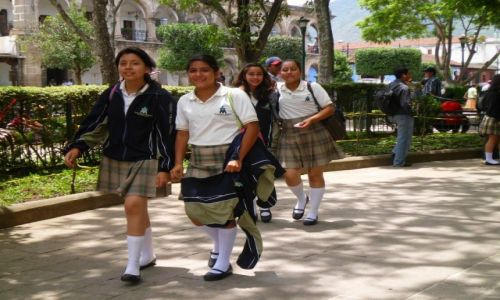 Zdjęcie GWATEMALA / Sacatepéquez / Antigua Guatemala / Uczennice