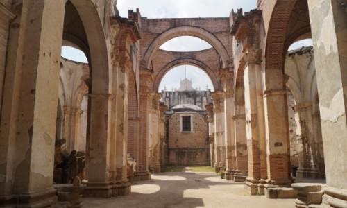 Zdjecie GWATEMALA / Antigua / Antigua / Ruiny kościoła po trzęsieniu ziemi