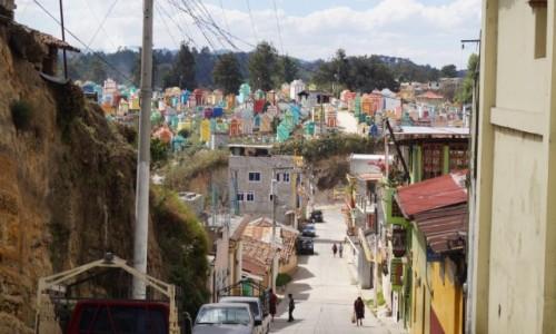 GWATEMALA / Chichicastenango / Chichicastenango / Kolorowy cmentarz