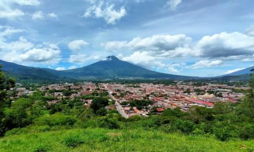 Zdjecie GWATEMALA / Antigua / - / Miasto jest pięknie położone