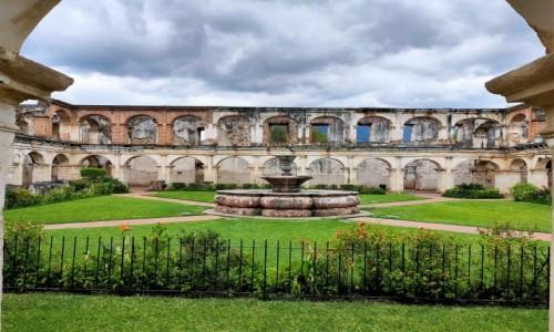 Zdjecie GWATEMALA / Antigua / - / Obiekty sakralne zostały zniszczone przez trzęsienia ziemi