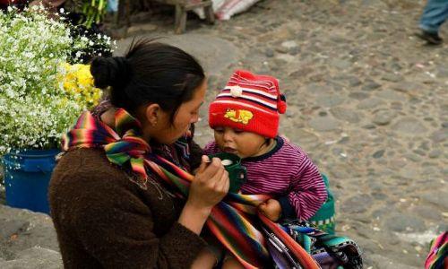 Zdjęcie GWATEMALA / Chichicastenango / Targ / Wspolne sniadanie